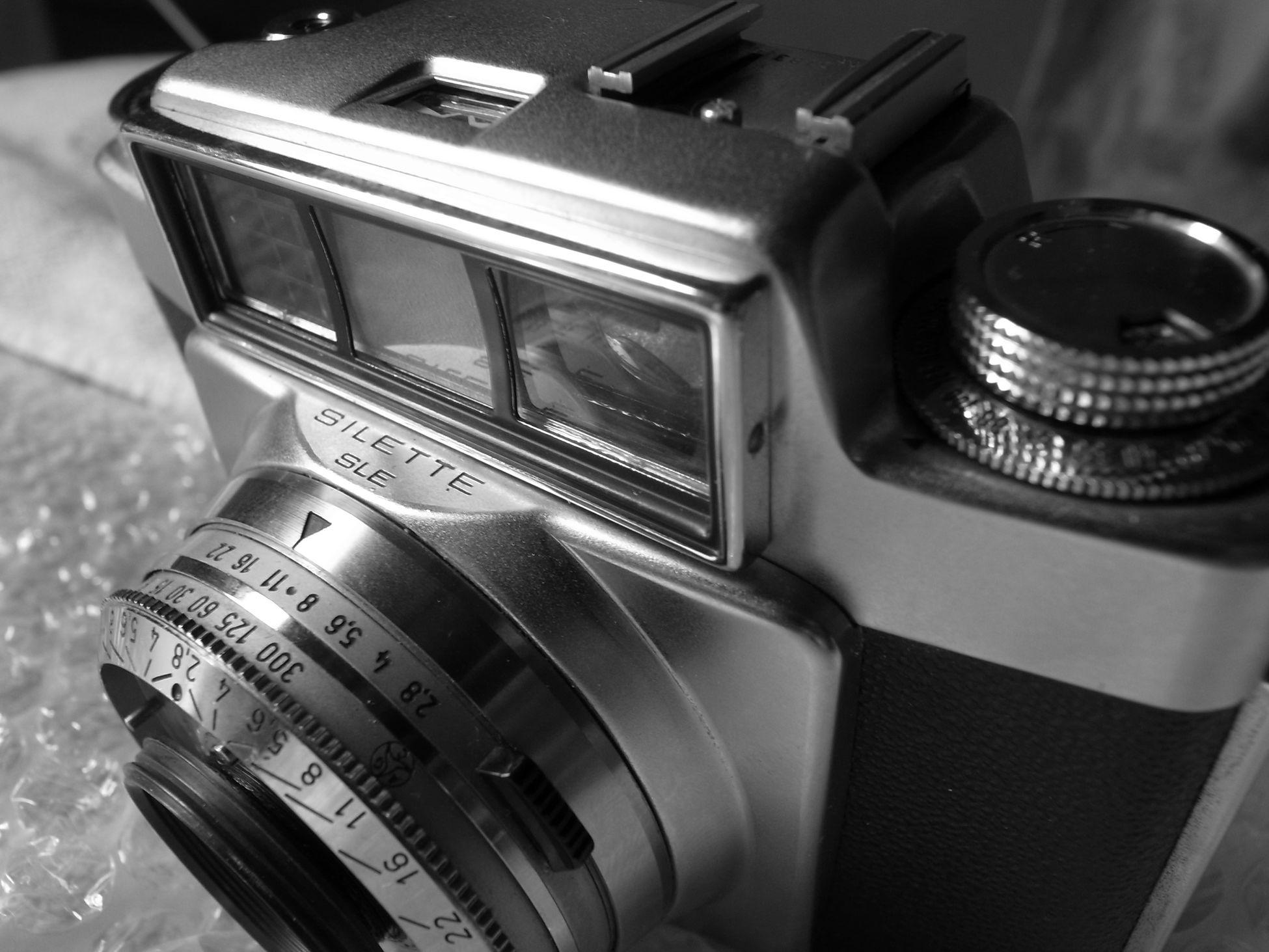 まぁ…こんなジャンク品だけれど(^^; カメラ Agfasilette Agfa Silette SLE Bought This Junk Film Camera Hello World NEW WORLD  Enjoying Life Black And White Monochrome