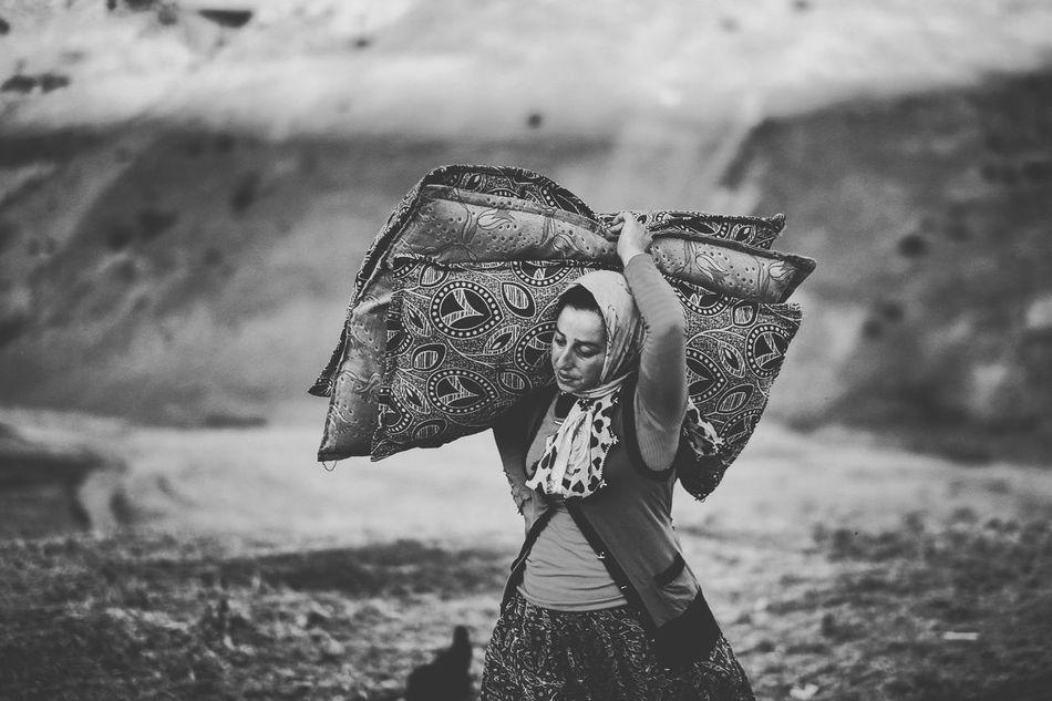 Beautiful stock photos of schwarz weiß, three quarter length, one person, field, outdoors