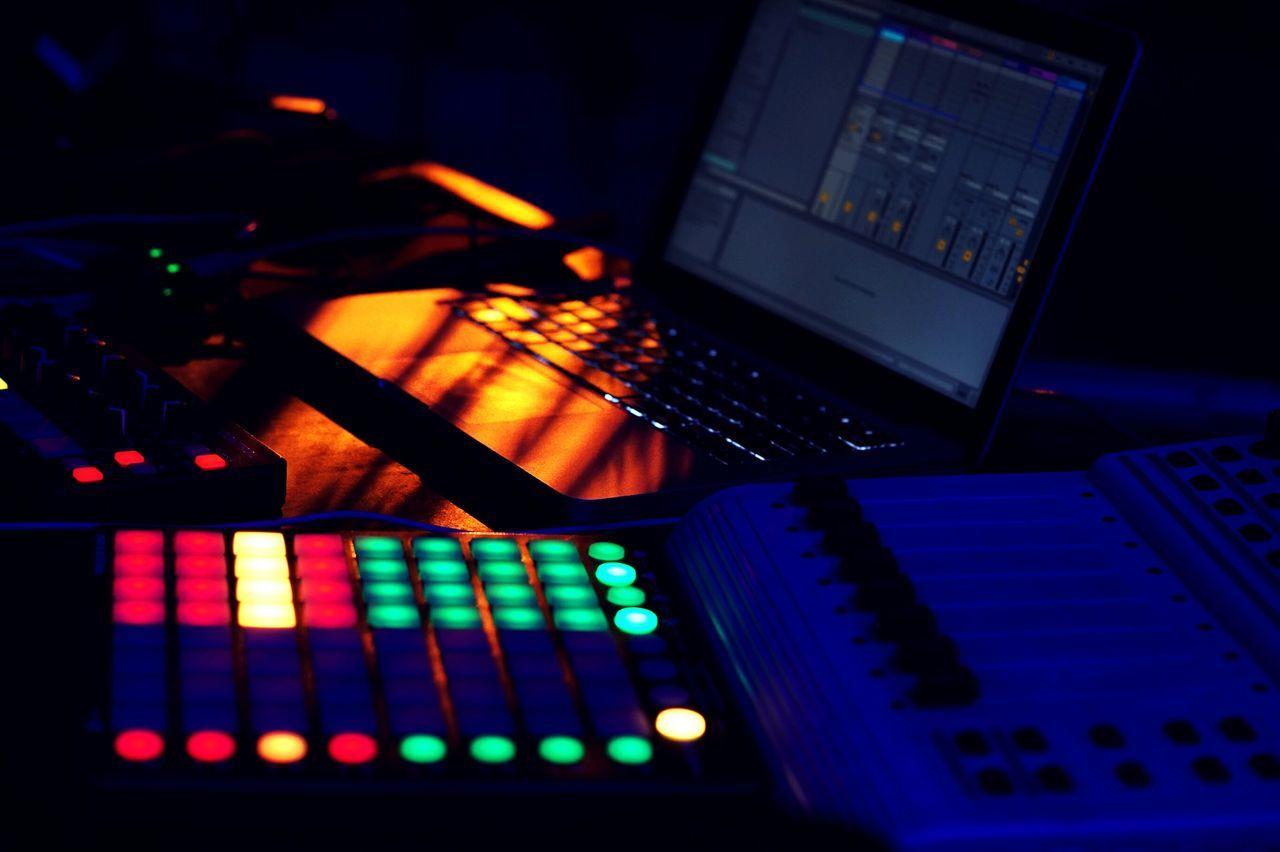 Beatpad MacBookPro Hip Hop Lowlightphotography Music 50mm F1.8 Nightphotography Nightlife Night Lights Sony Alpha Gadets Cameraeye The SmOke BLue Studio 2k16 First Eyeem Photo