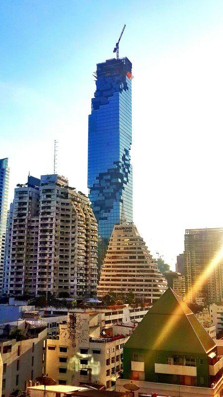 Beautiful Day Tower Samsung Galaxy S4 Walking Around Building
