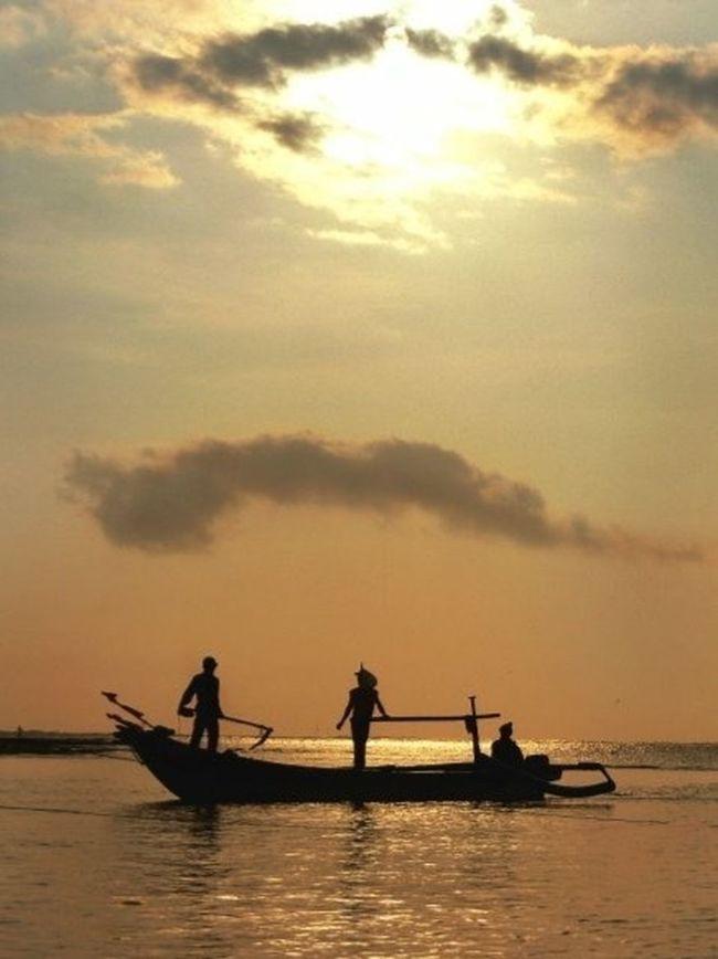 EyeEm Nature Lover Eyemphotography Sunset Silhouettes The Moment - 2015 EyeEm Awards Silhouette Fisherman Lessismore