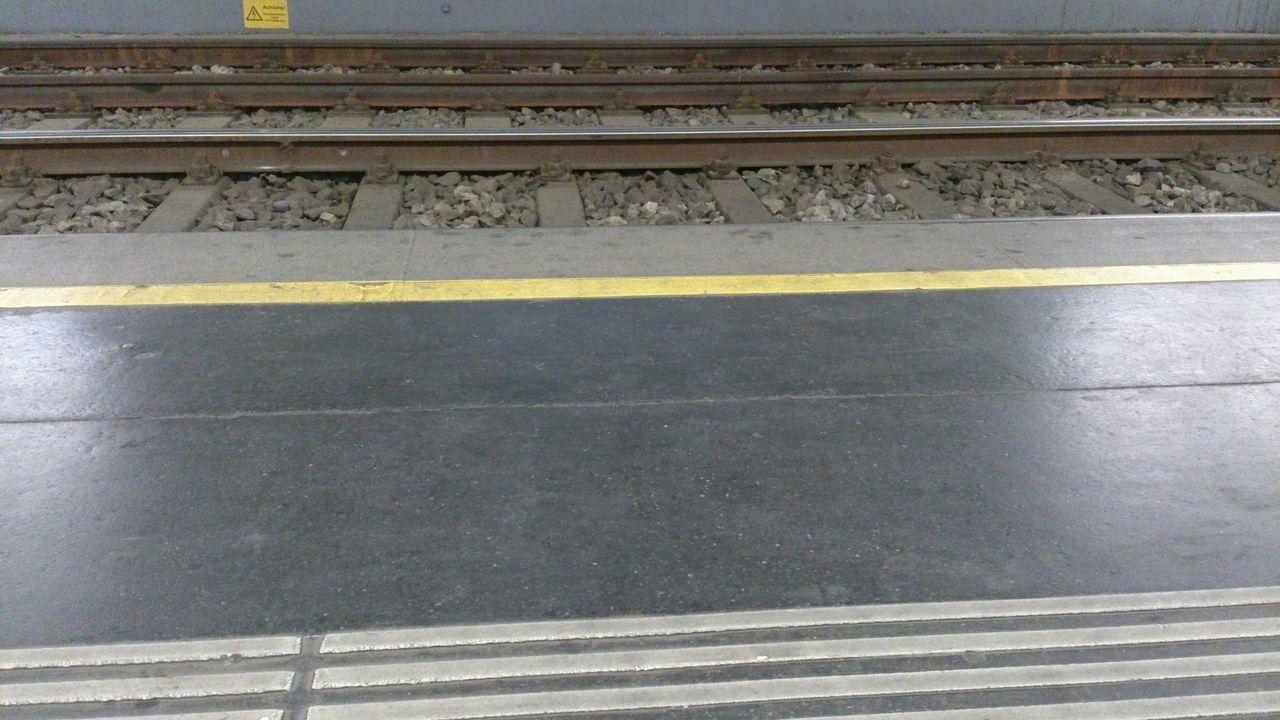 Straßenbahn Schienen Blindenleitsystem Haltestelle Ustrab Underground öffis März2015 Bahnsteig