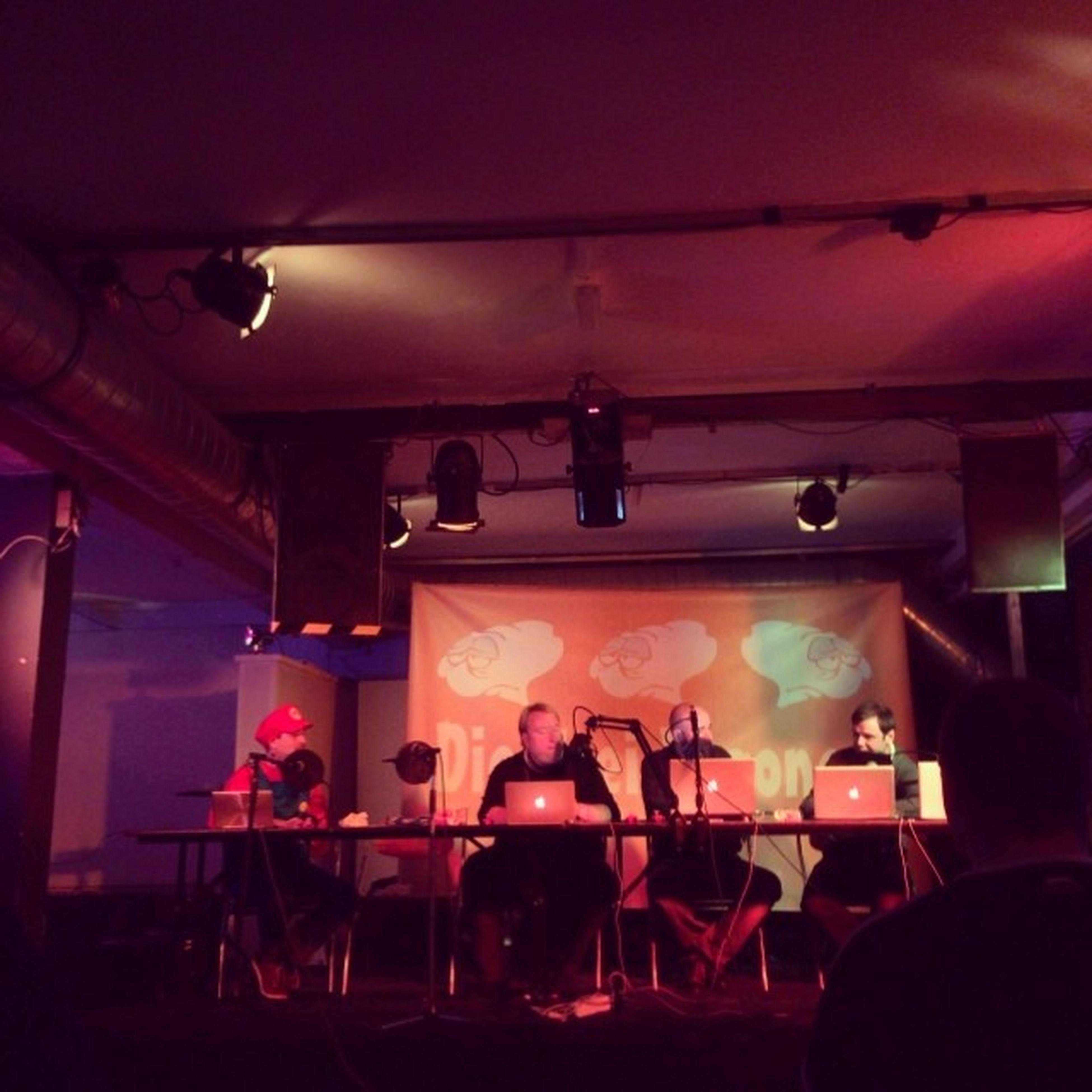 podcast on-stage geht also nicht nur in berlin, münchen und offenburg 😉 Sdd13 D3v @diedreivogonen