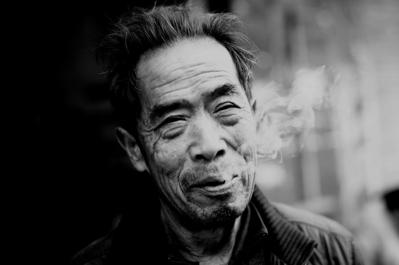 Smoking Portrait Headshot One Person Looking At Camera Real People Close-up One Man Only Day People China Black And White 50mm Blackandwhite Streetphotography Leicam Leicacamera Capture The Moment Black And White Photography Winter Outdoors Looking At Camera