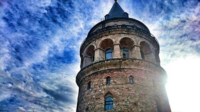 Elveda diyecek kadar cesursan hayat seni yeni bir merhaba ile ödüllendirir..Paolocohelo Galatakulesi Galtatower Istanbul Art History