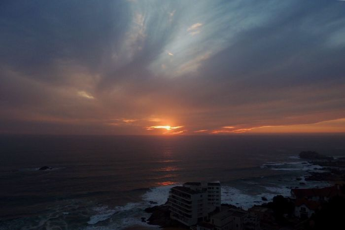 Happy Friday! For My Friends That Connect Beautiful Sunset♥♥Good Evening EyeEm Sunset And Clouds  Clouds And Sky Sun Reflection Sea View... Love It!  Sky Colors Horizon Over Sea Another Beautiful Sunset 🌅 Beauty In Nature Waves, Ocean, Nature Relaxing From Where I Stand Reñaca Beach , Chile