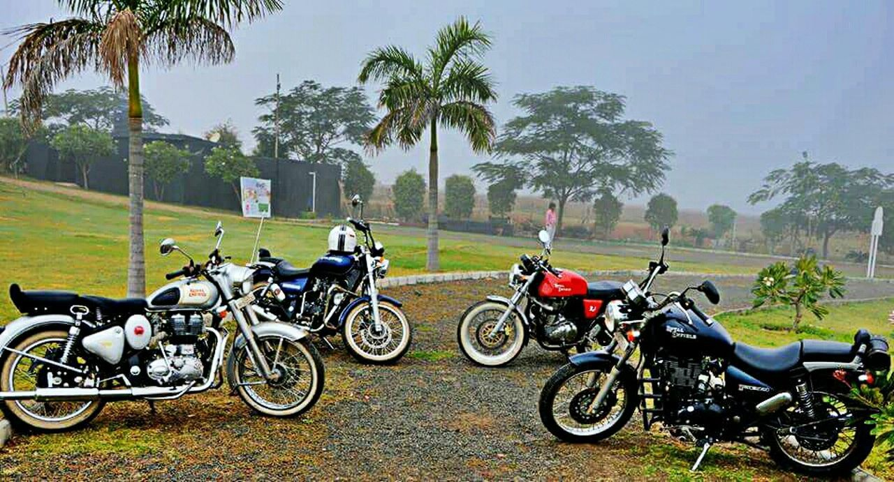 Starting A Trip Royalenfield Thunderbird Continentalgt Classic350 White Walls Bikes