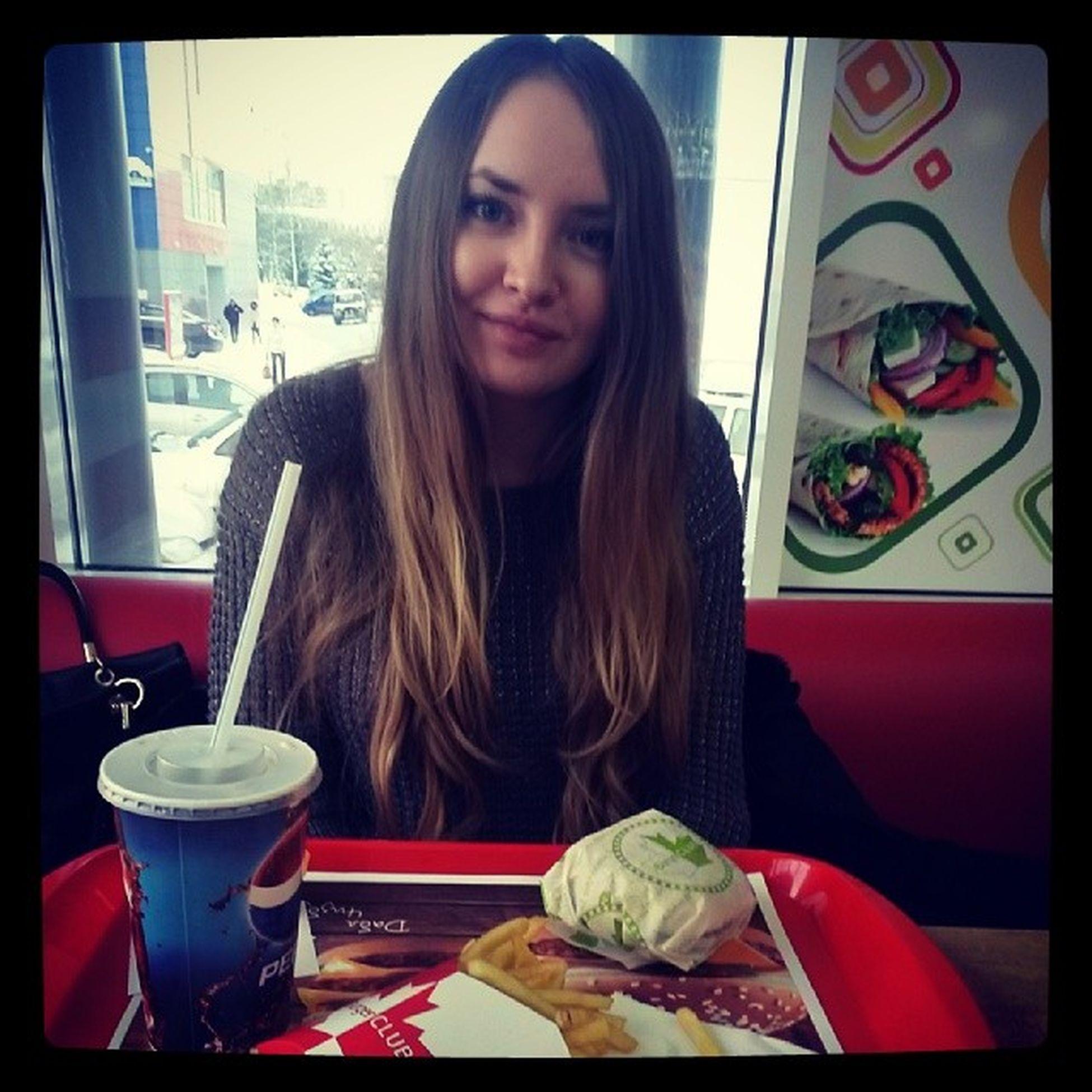 На обеде Burgerclub Instalike Instagirl Burgerbecon картофельфри cocacola girl