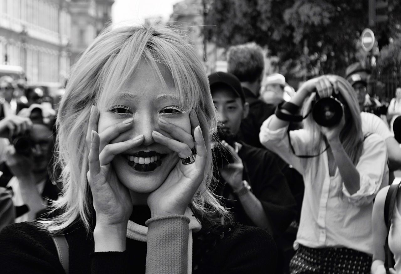 Woman Smiling Portrait Fashion Fashionweek Crowd Mode Street Photography Streetphotography Woman Portrait Model Bnw Looking At Camera Smile