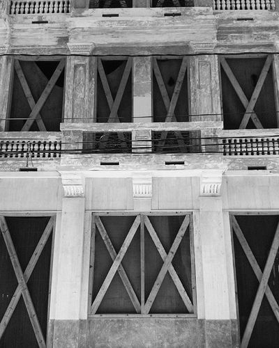 "It is not the beauty of a building you should look at; its the construction of the foundation that will stand the test of time.David Allan Coe. ""Casa velazquez"" Architecture Architecturalphotography Photography Photo Mobilephotography_city Blackandwhite Zonacolonial Building"