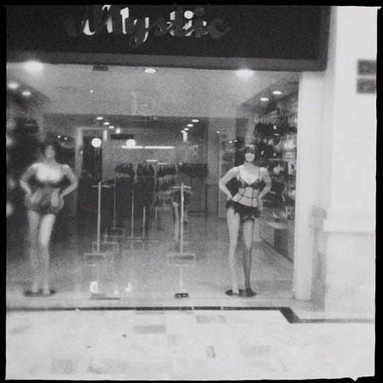 Lástima que no se alcanza a ver la sonrisa del maniquí. Hipstamatic Shop Lingerie Bw Mall Mextagram Igersmexico Manequin