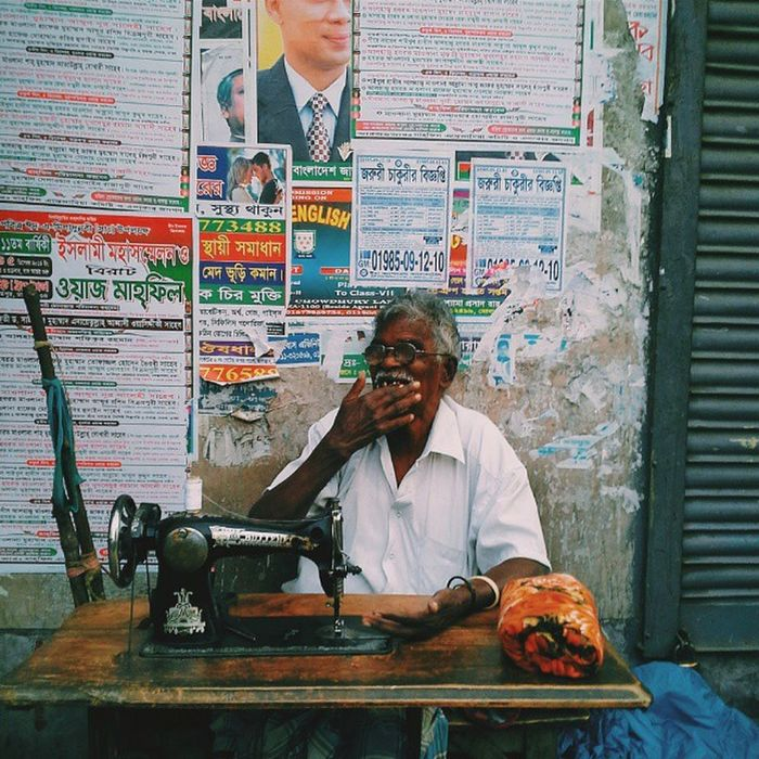 a frequent labour tailor from Dhaka. Peoplewemet Labour Regular Dhaka roadstories