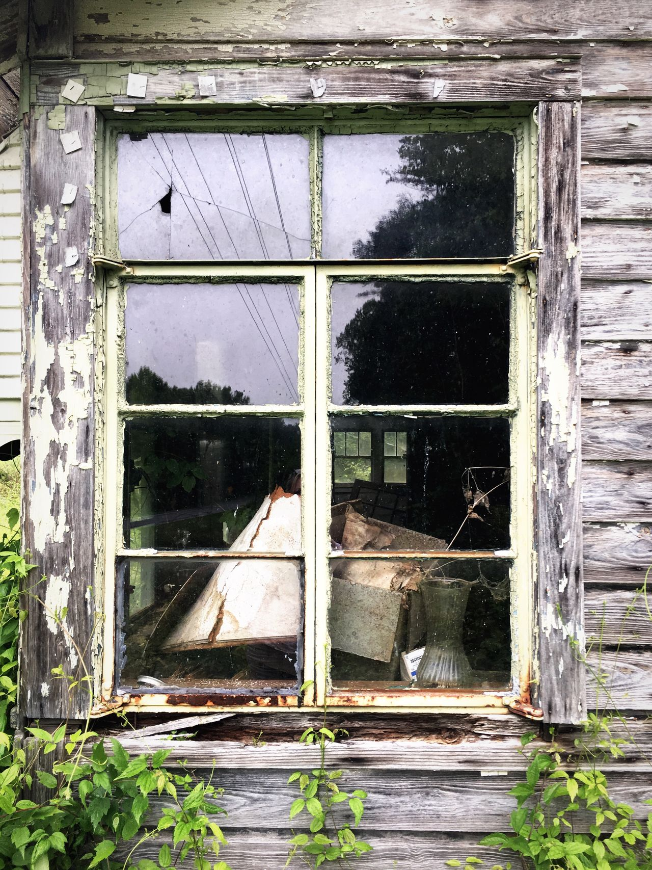 Appalachian Mountains Abandoned & Derelict Countryside Window Architecture Abandoned Building Exterior Built Structure No People Damaged Outdoors Desolate Day Destruction