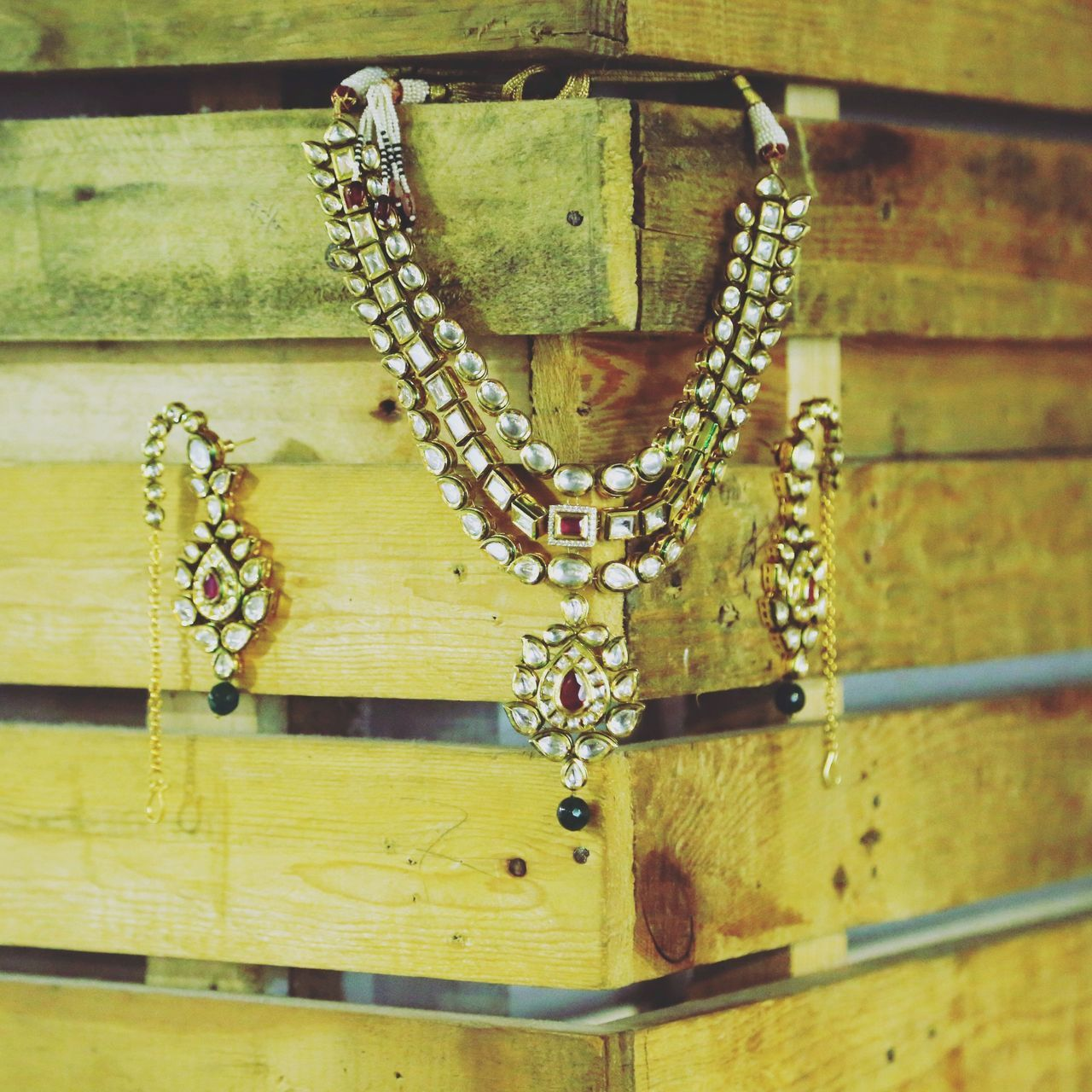 chain, necklace, no people, close-up, hanging, day, outdoors