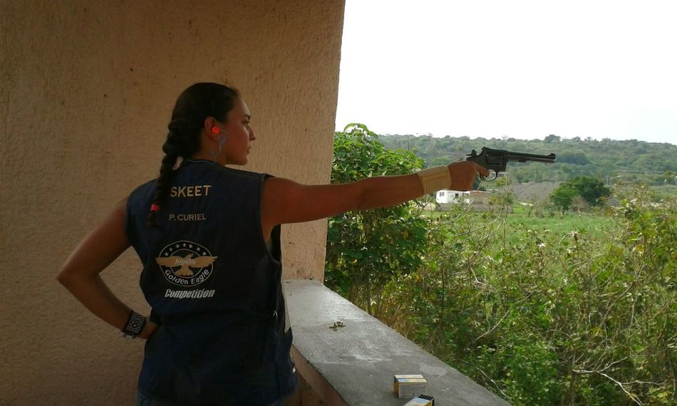 Tiro Adventure Club Armas Guns Girlspower