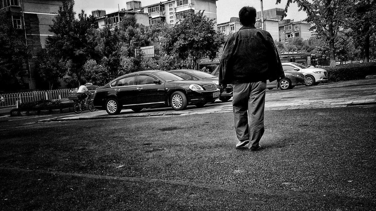 Faces Of The World Black & White Everyday Lives Everybodystreet Faces Of EyeEm Light Up Your Life Workers I Love My City Street Workers Streetphotography Taking Photos Light Up Your Life