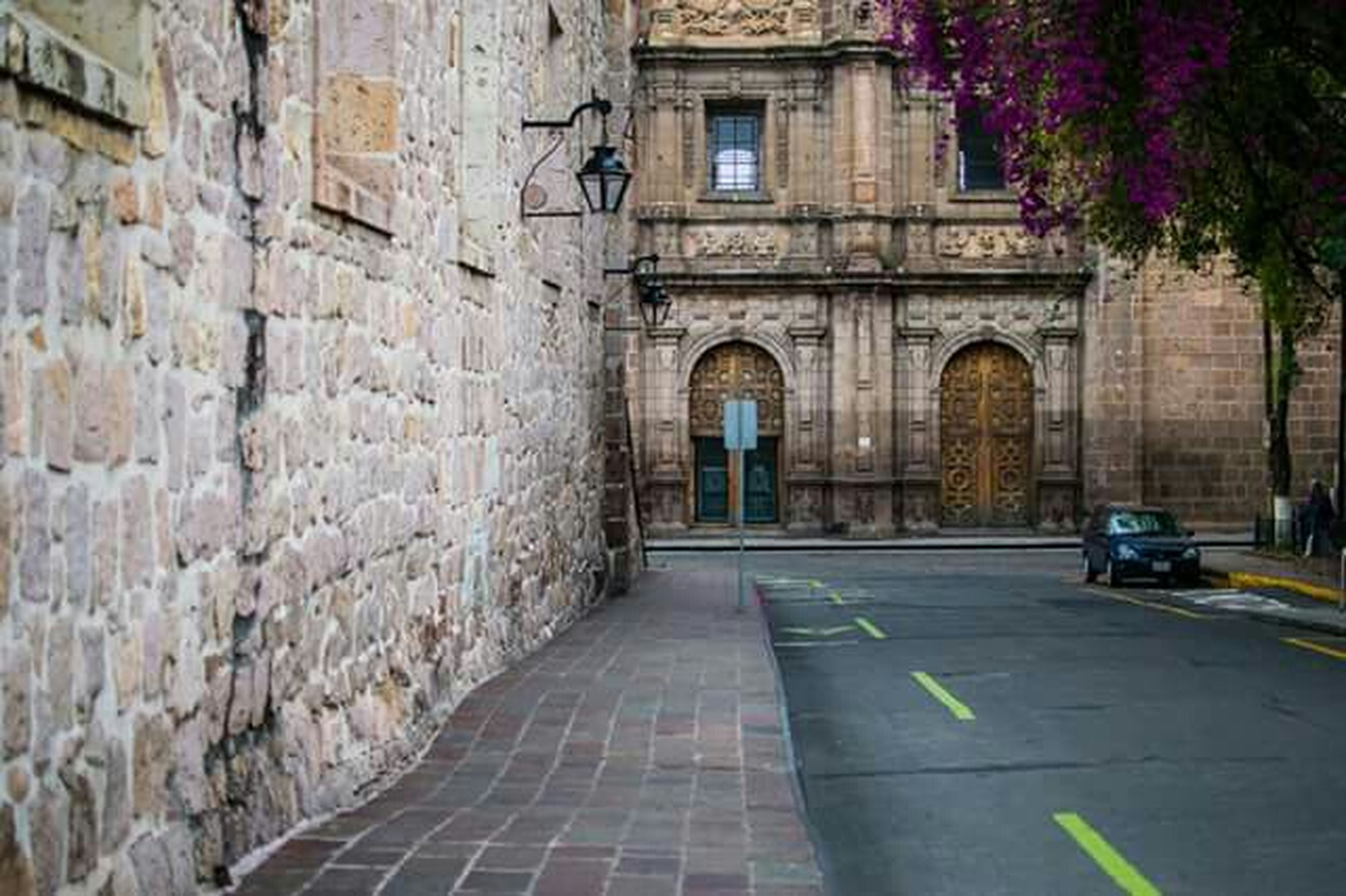 architecture, built structure, the way forward, building exterior, street, transportation, road, diminishing perspective, arch, empty, city, cobblestone, building, road marking, vanishing point, narrow, alley, outdoors, day, car