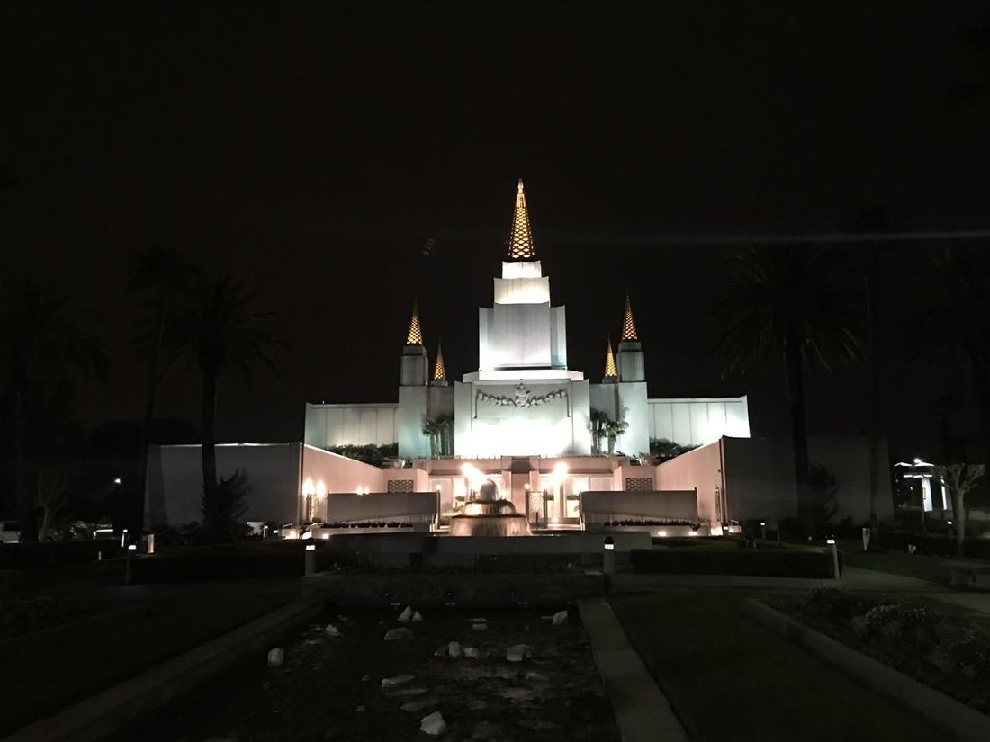 The Oakland Temple Adapted To The City EyeEmNewHere Miles Away Lieblingsteil Minimalist Architecture The City Light Welcome To Black Long Goodbye EyeEm Diversity The Secret Spaces Neighborhood Map The Street Photographer - 2017 EyeEm Awards The Street Photographer - 2017 EyeEm Awards The Architect - 2017 EyeEm Awards The Great Outdoors - 2017 EyeEm Awards The Photojournalist - 2017 EyeEm Awards Live For The Story Let's Go. Together. Sommergefühle