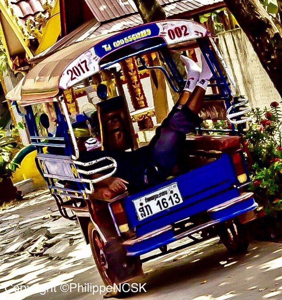 Travel Destinations Outdoors Laos ASIA Lifestyles Moment City Life 500px Streetphotography Instagram Urbanphotography Couleurs Vientiane Colors Men Nikon TukTuk Dormir