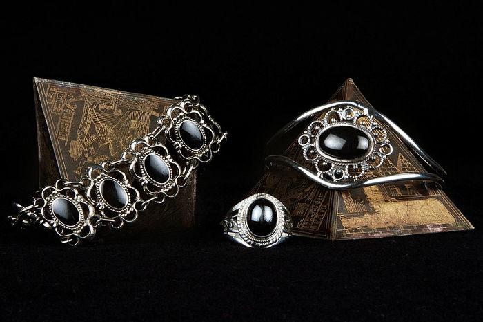 Antique Black Background Black Stone Black Stones Close-up Indoors  Jewellery Jewellery Art Jewellery Inspired Jewellery Photoshoot Jewelleryaddict Jewellery💎 No People Old-fashioned Silver - Metal Studio Shot