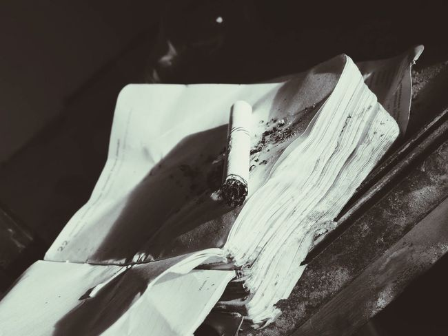 I made mistakes... xd Cigaretta Books EyeEm What Is That? Black And White Ax Wrong Sheets