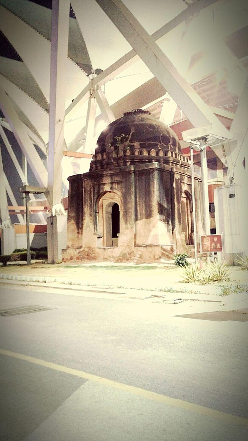History in urban life. Unknowntomb Jlnstadium EyeEm