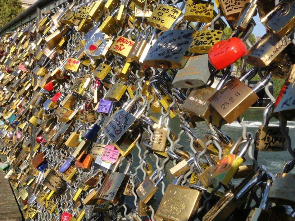 Love Bridges Couple Locks Lovers Pont Des Arts