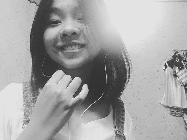 Hiiiii ⭐ Newhair Smile Smiling Hanging Out Denim Can U See Beauty? Say Hello It's Me Lalala Blackandwhite Black And White Collection