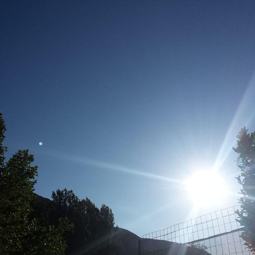 Un magnifique ciel bleu pour le dernier jour! DéfiInstagram MyLittleApp J16 Bleu Unecouleurdété