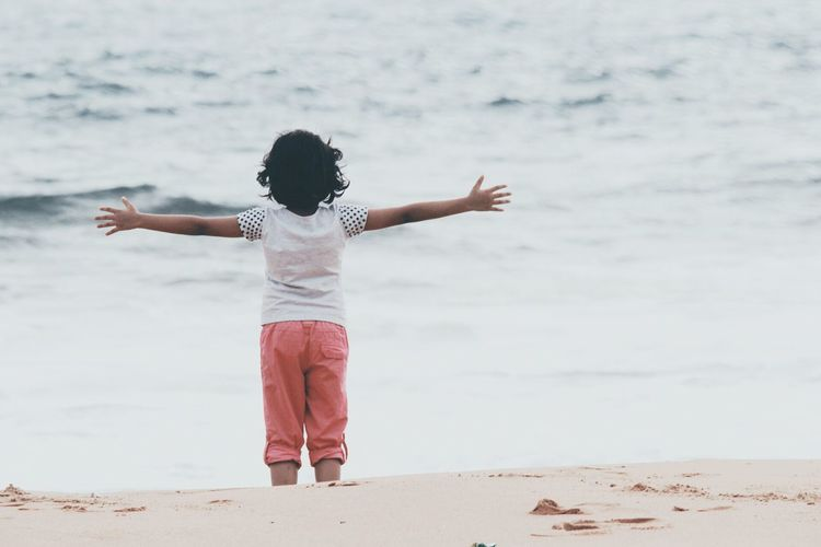 Girl Child Hanging Out Nature Hugging A Tree Beach Beat Of Eyeem Childhood Day Full Length Leisure Activity Lifestyles Nature One Person Outdoors Real People Rear View Sand Sea Shore Standing Water Wave