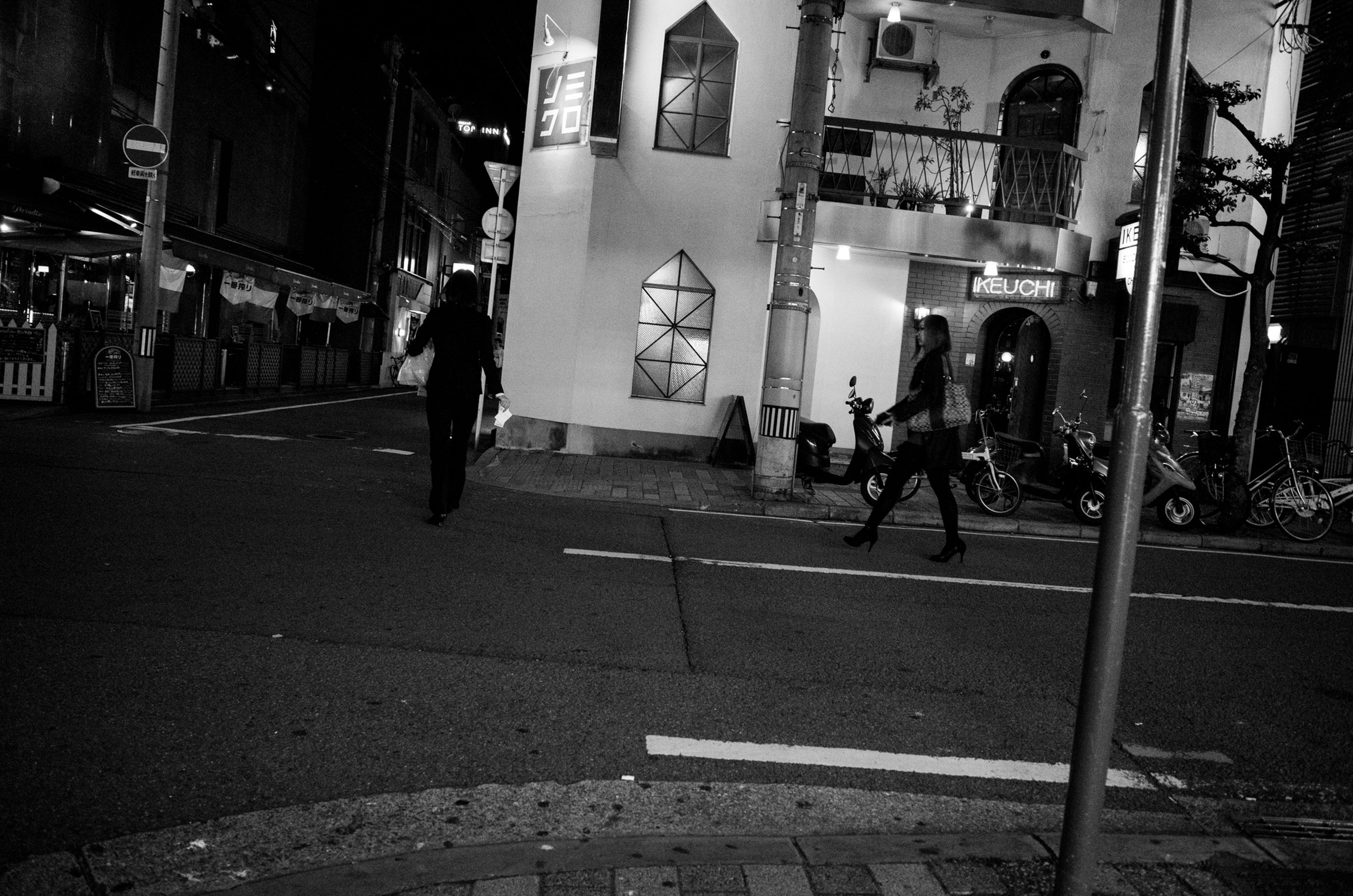 men, building exterior, architecture, built structure, street, lifestyles, walking, city, person, city life, leisure activity, full length, rear view, night, standing, outdoors, incidental people