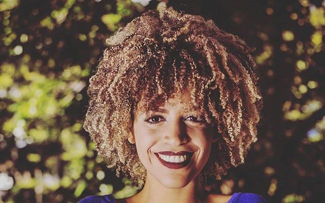 Sorria! Sorria e veja que a vida é feita para ser feliz! 😄😊 Sigam 👉@empoderamentocrespo Ensaioexterno Parquelage Instagood Instalike Instacurly Ilovemycurly Empoderamento Crespo Hair Blackwhite Pretoebranco Look Eyes She Face Style Retrato Fotografia Amorpelafotografiai