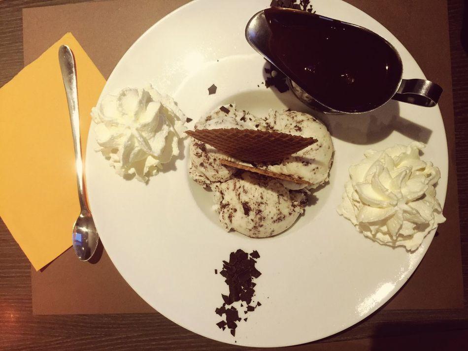 Ice Cream Icecremeria Dessert Food Close-up Foodporn Hot Chocolate Creme Fraiche Straciatella