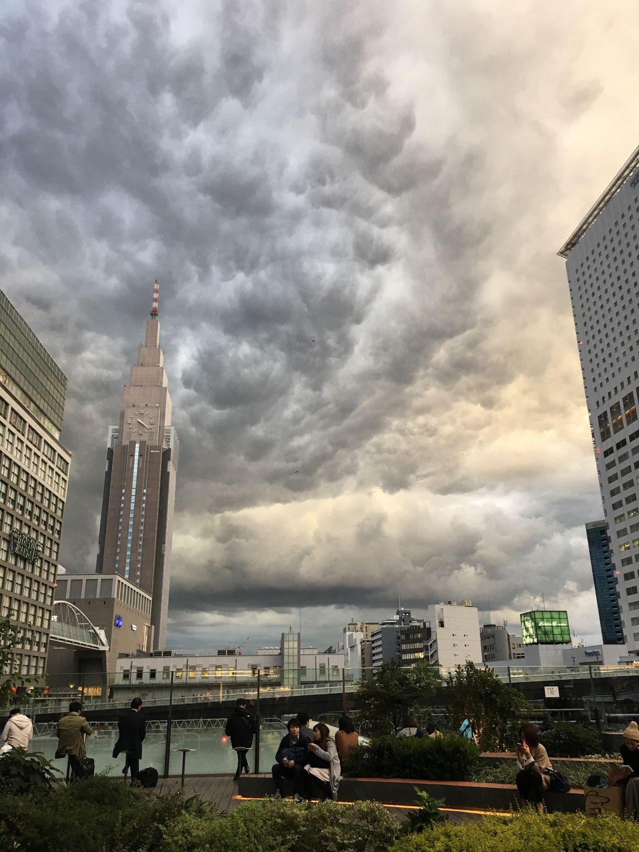 Shinjuku NEWoMan Tokyo Sky And Clouds Cloud Sky Tower Cityscape Urban Skyline People
