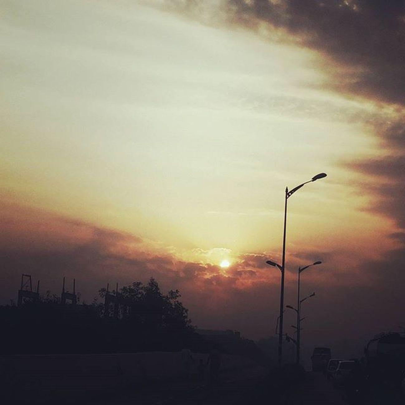 Good morning... Nature Naturelovers Natureclicks Amazing Colors Awesome Shades Instagram Alive  Green Red Sunrise India Maharashtra Pune Photooftheday Picoftheday Perfectnature Dm Camera Greenery Travel Weather Mobilephotography Samsung puneinstagrammers