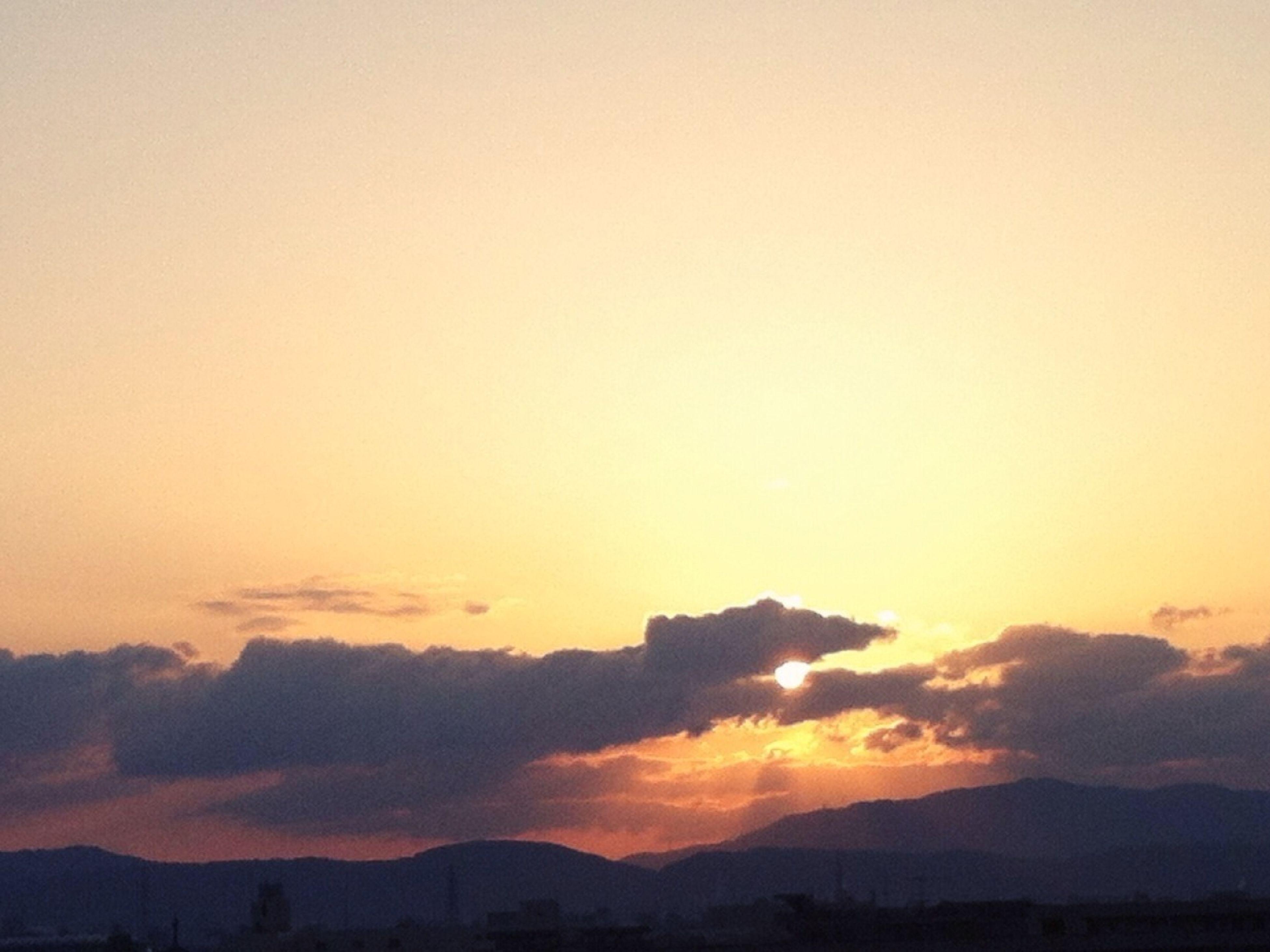 sunset, silhouette, scenics, mountain, tranquil scene, tranquility, beauty in nature, orange color, sky, mountain range, copy space, nature, idyllic, landscape, dusk, outdoors, majestic, cloud - sky, no people, non-urban scene