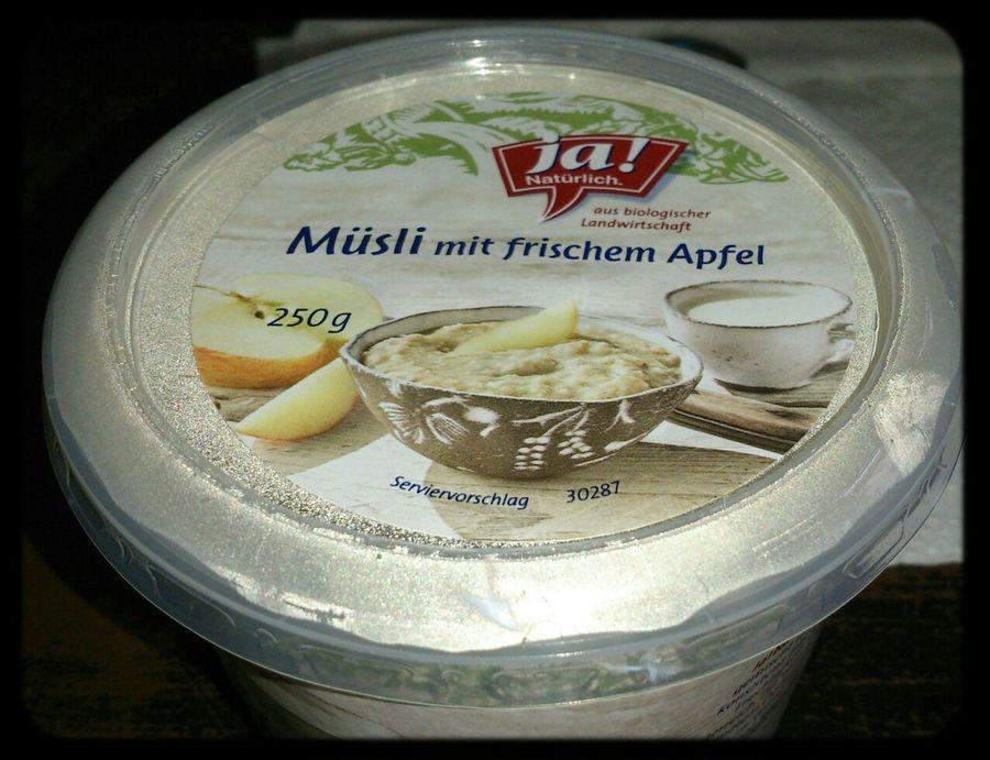 zum Frühstück Müsli mit frischem Apfel von Ja! Natürlich Oktober 2013*-*