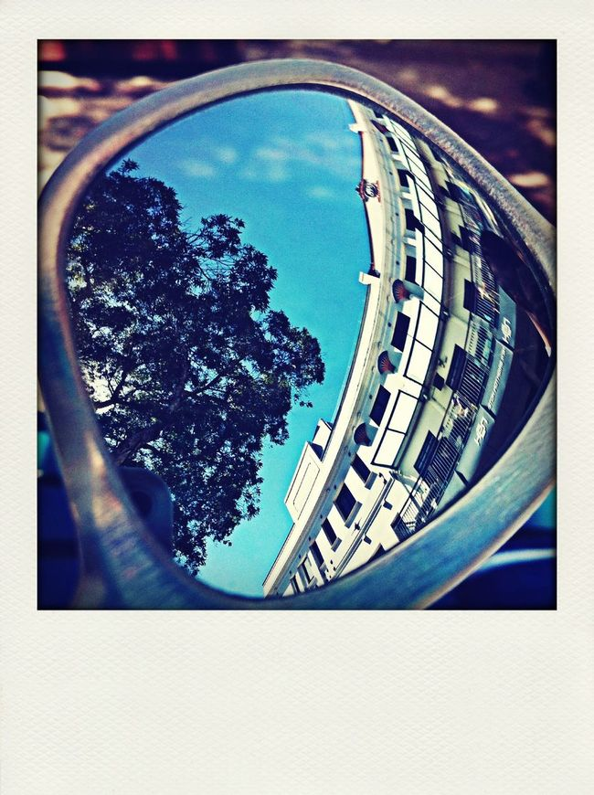 Glasses Reflect Bluesky Typical Architecture ManlyBeach