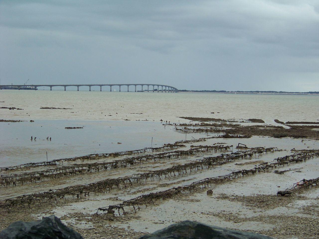 Un Pont Sur Le Sable évasion Port Du Plomb Vers L'île De Ré Saint Genès Champanelle Fontfreyde