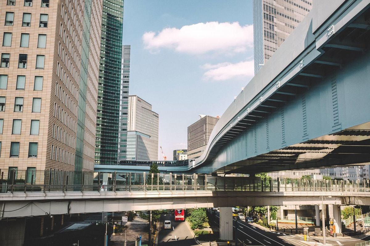 Elevated highways Open Edit EyeEm Best Edits Tokyo Japan Shiodome Urban Landscape Highway Elevated View Road Modern Monorail  City Life Cityscapes Cityscape Yurikamome City Urban Built Structure Human Settlement Urban Lifestyle Lifestyles Street Train Train Tracks Modern Architecture Pmg_tok