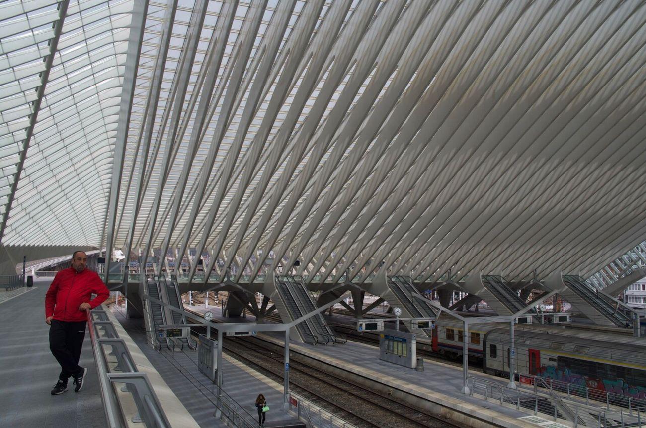 A touch of red Gare De Guillemins Liège-guillemins Liège Belgium Pentax Manfrotto