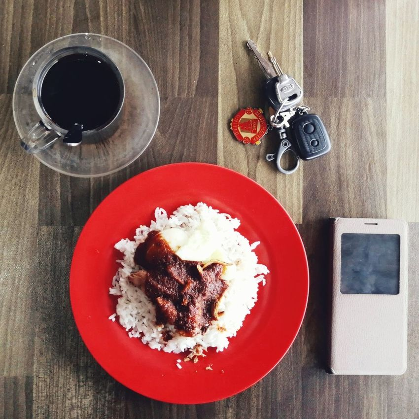 Nasi Lemak Kopi O Food And Drink Close-up Ready-to-eat No People Food Coffee - Drink Freshness High Angle View Table Plate Directly Above Sweet Food Indoors  Indulgence Day Key Handphone Carkeys Manchester United Manchesterunitedkeychain Keychain Breakfast Breakfast Time