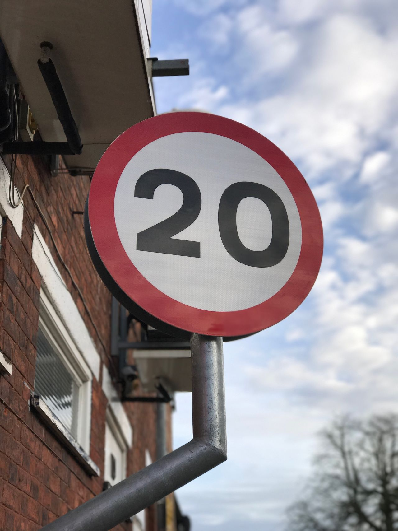 20. Building Exterior Sky Road Sign Architecture No People Outdoors Built Structure Low Angle View Speed Limit Sign Day Communication Text Close-up Eyeem Community IPhone7Plus EyeEm Gallery Blurred Background EyeEm Speed Limit EyeEm Best Shots Signs EyeEm Masterclass Iphone7plusphoto Getty X EyeEm Urban