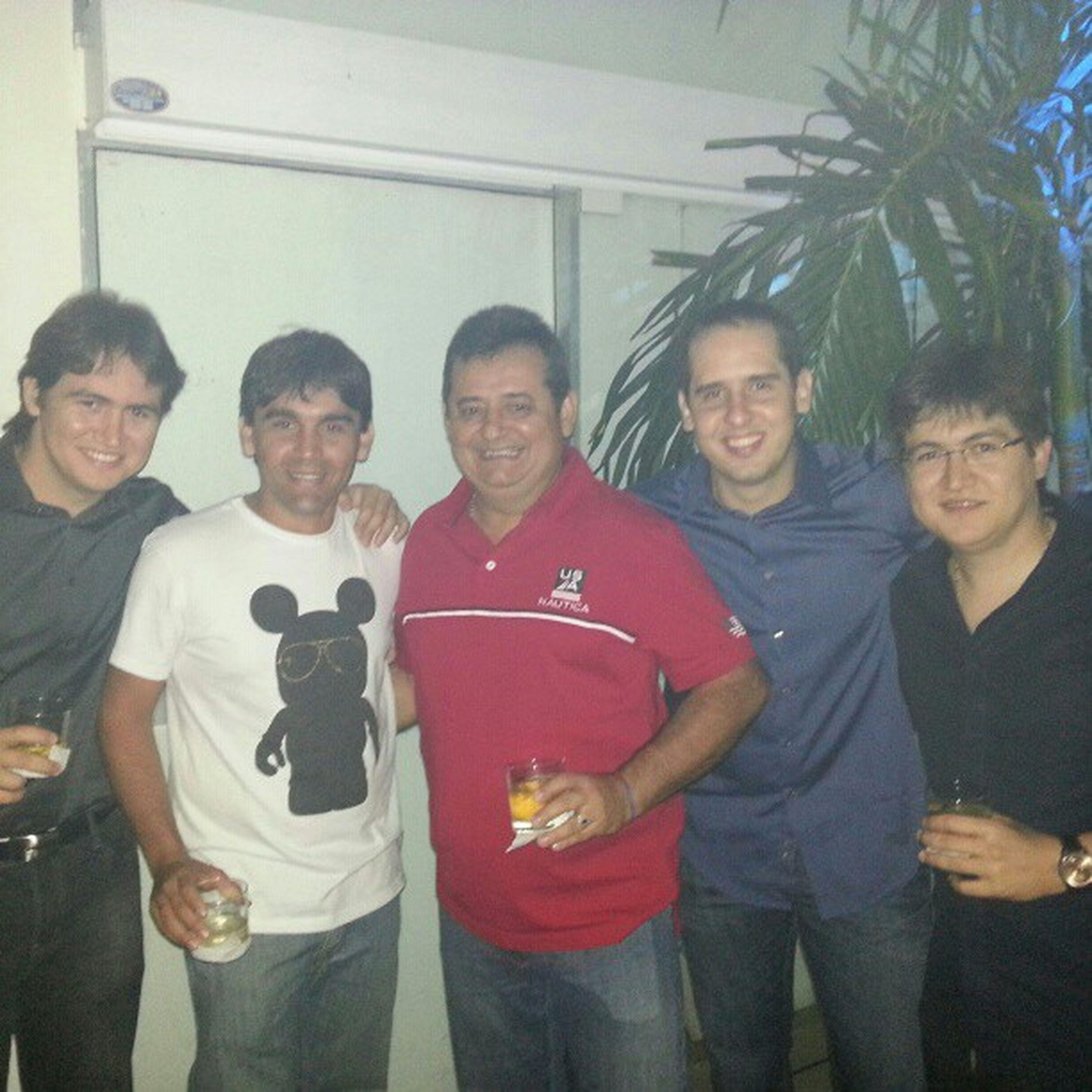 @diegolgoliveira @thiagotarta @kakatp @mariovilany . Party Instanight Friends