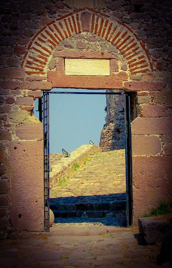 Door Castle Door Gate Medieval Castle Doors Doorway Entrance Entrance Gate Gates Gateway Cobblestone Molivos Lesvos Island Greek Islands Stone Wall Monument Monuments Molivos Castle Seeing The Sights Architecture The Architect - 2016 EyeEm Awards Medieval Architecture Castle Gate