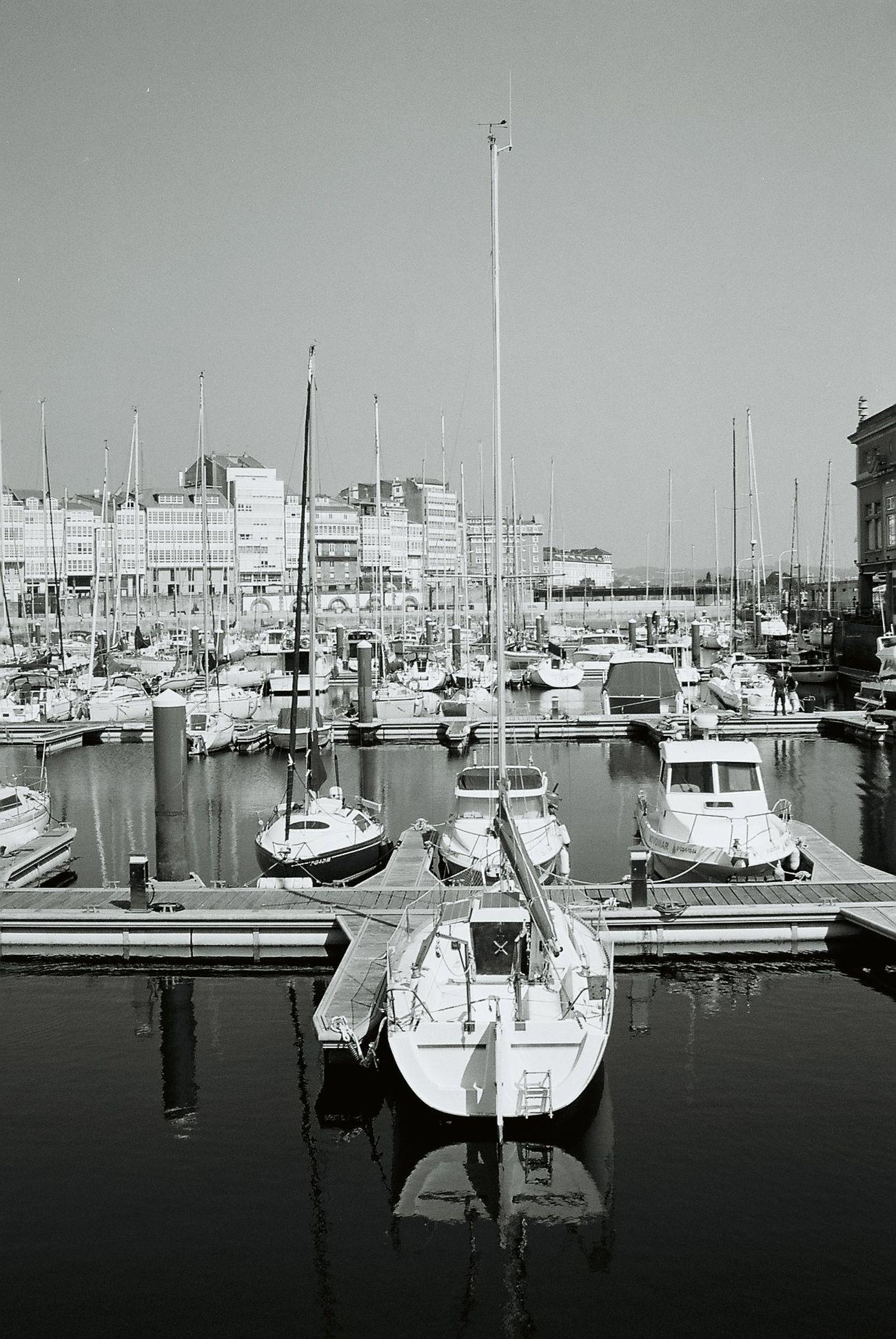 Puerto Coruña. Analogicphotography Yashicafx3super2000