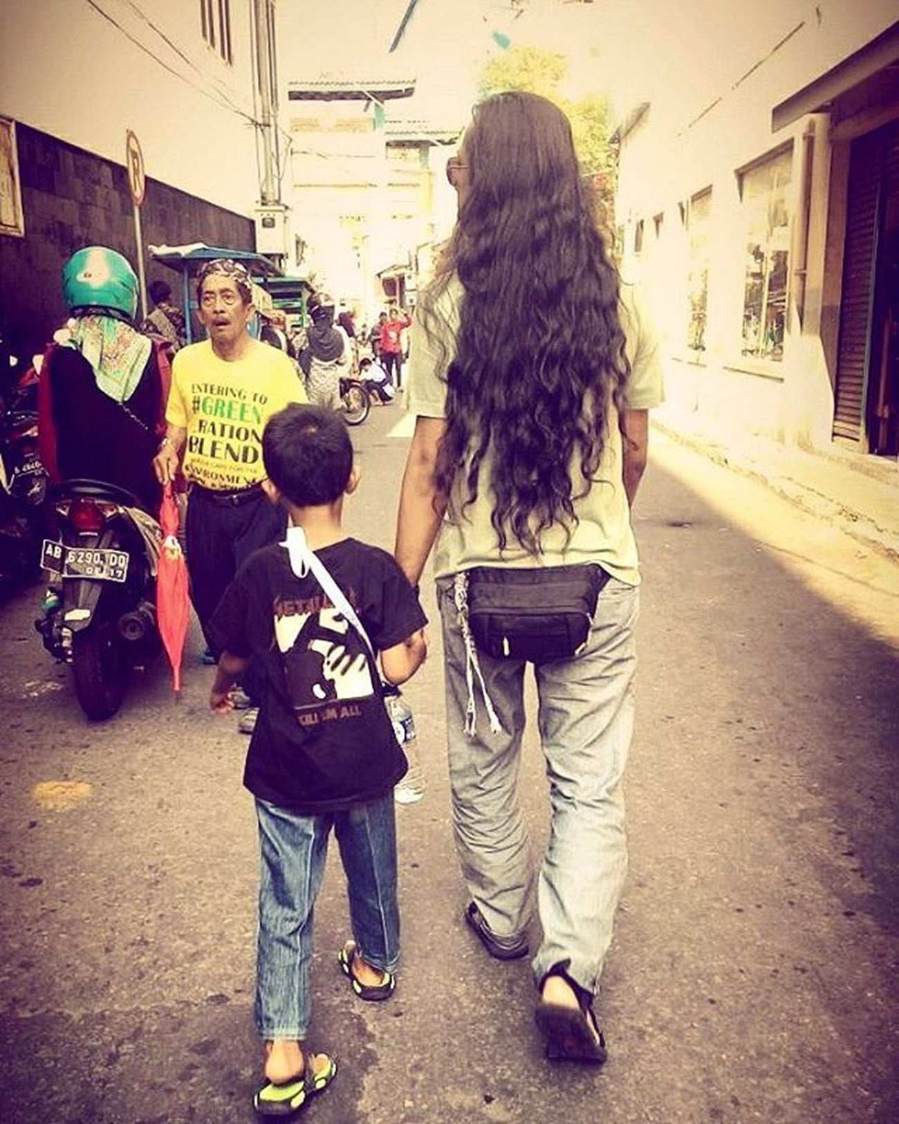 AFTERNOON WALK Oyikk Ontheroad Longhair People SORE Instadaily Photo by @nazulaelva Longhair♥ Longhair Longhairedguys Longhairman