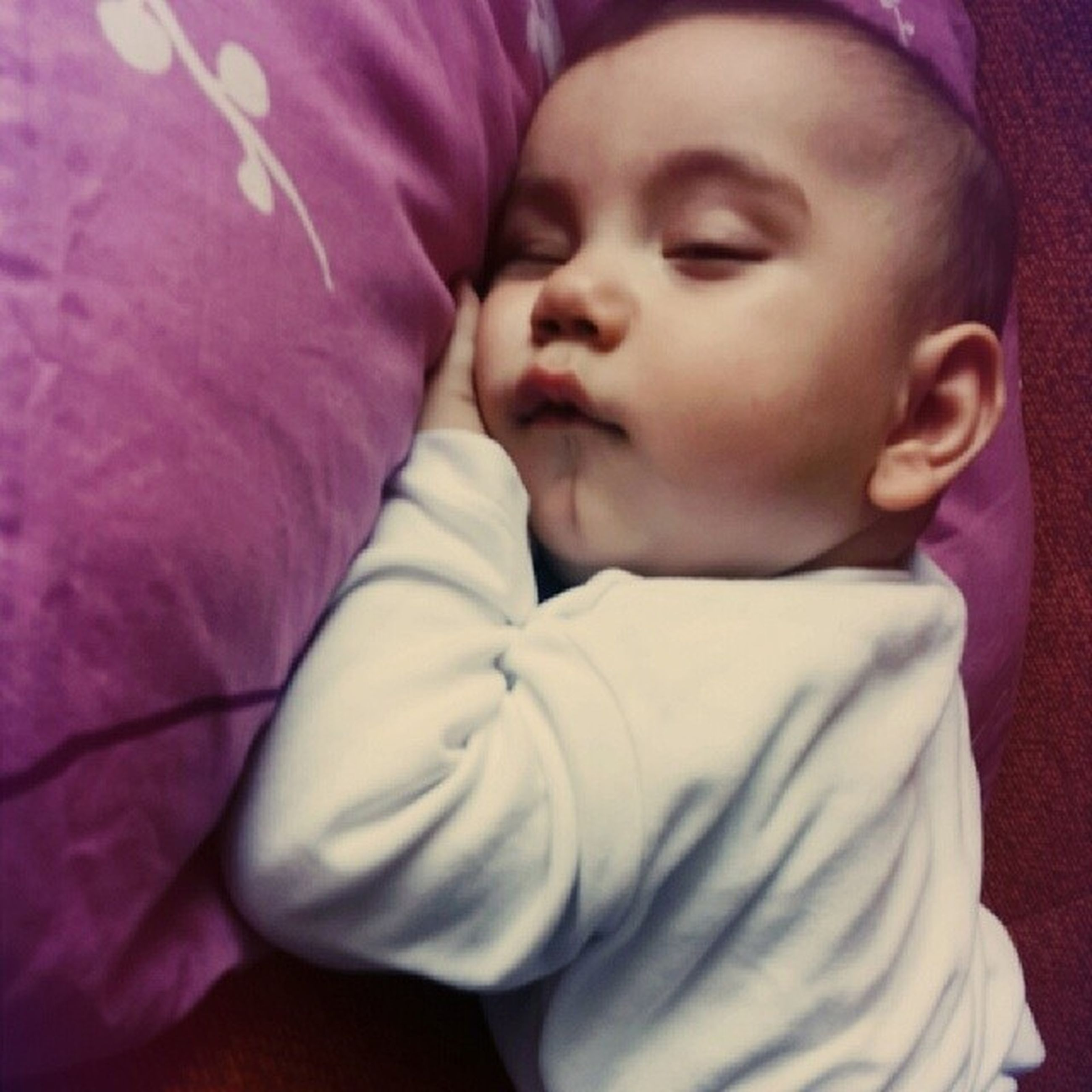 childhood, indoors, innocence, cute, person, bed, elementary age, baby, casual clothing, babyhood, relaxation, toddler, lifestyles, portrait, front view, home interior, girls, boys