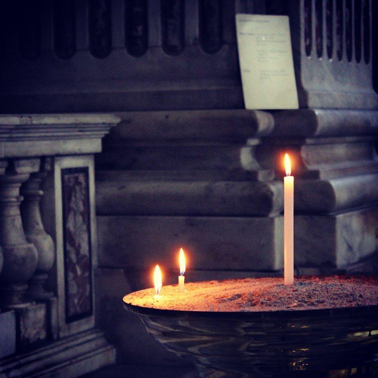 «Io sono la luce del mondo; chi mi segue non camminerà nelle tenebre, ma avrà la luce della vita». 100happydays Day37 Meditazioniserali IlmioNatale ilVeroNatale giovanni812 Gesú jesuslove godisgood grace light nothername