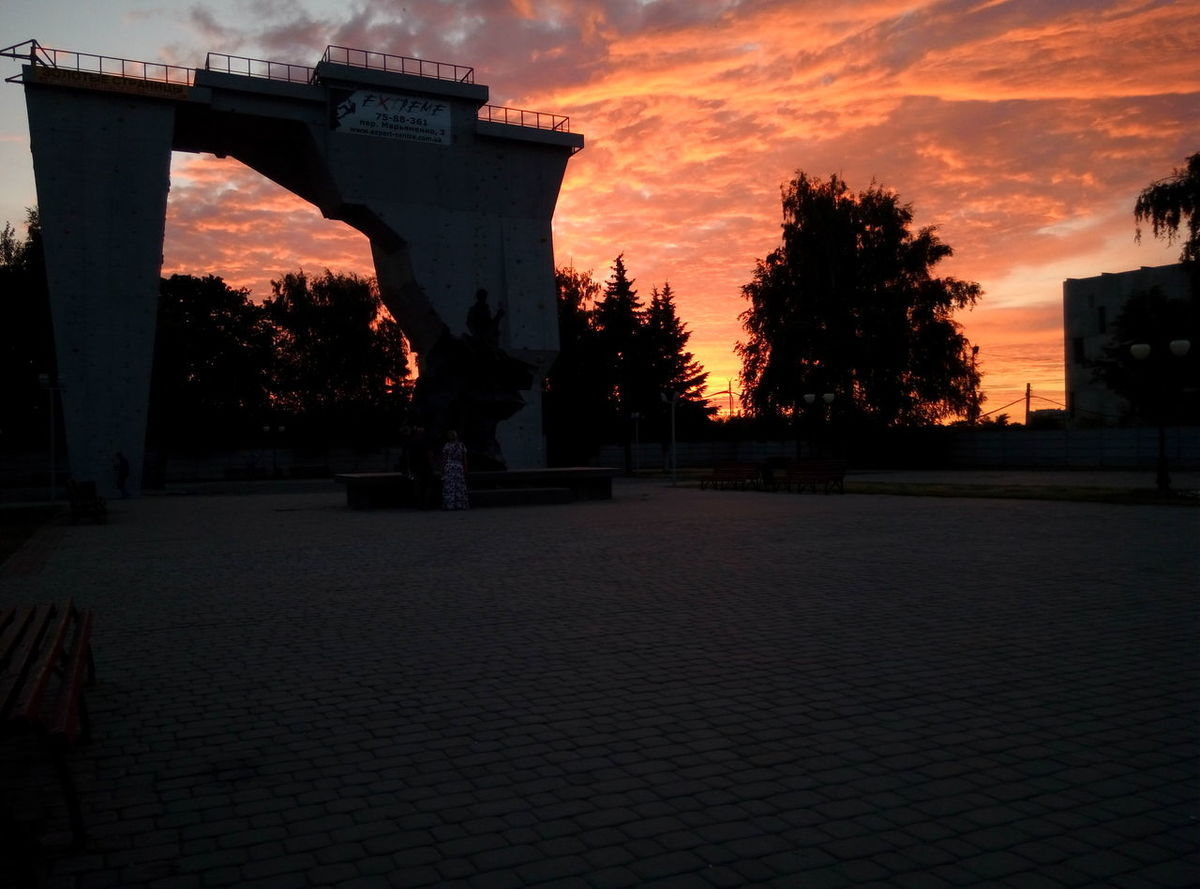 Sunset in the park Sunset Built Structure Park Sunbeam Sunsetlover Sunset And Clouds  Red Sky Summer In The Contry Urgent Toiletvisit